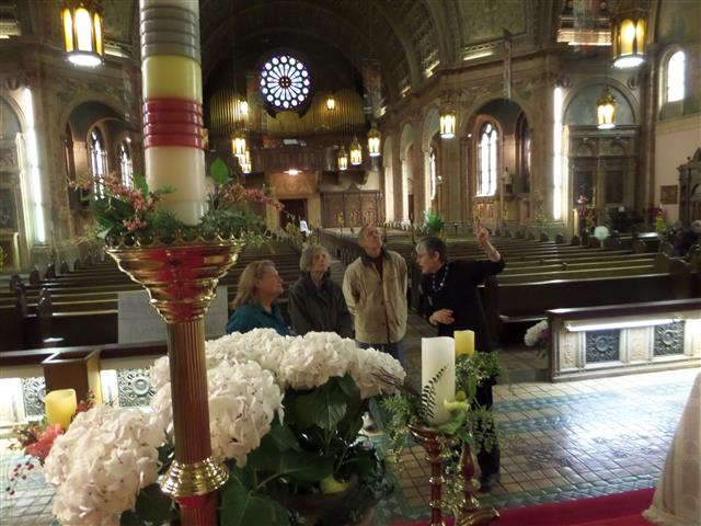 Docent Eleanor Ash describes Sanctuary art and architecture to Sacred Sites Open House visitors.